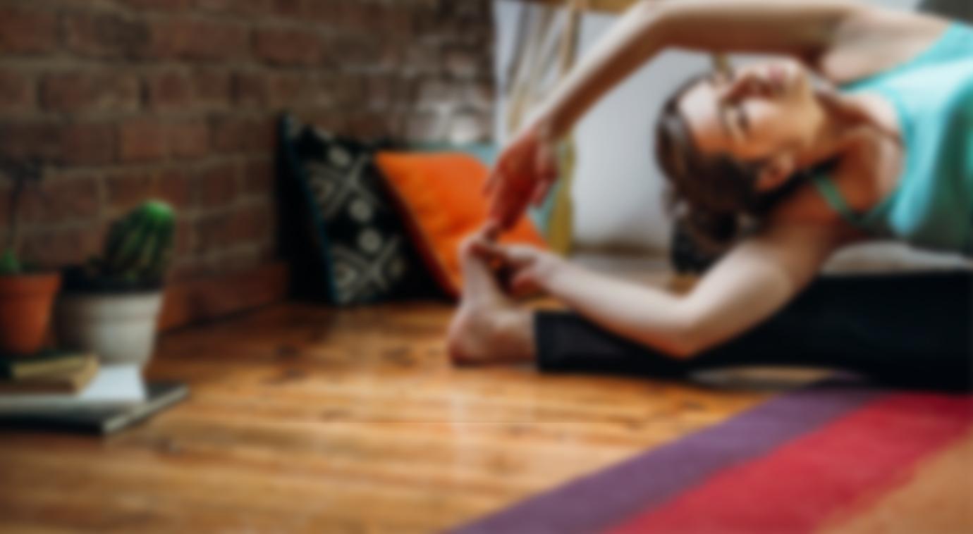 Dziewczyna ćwicząca jogę